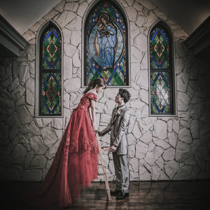真っ赤なカラードレスで幻想的な写真-フォトウェディング