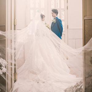 ヴェールの広がりが美しいウェディングドレス-フォトウェディング
